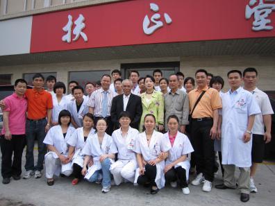 经筋疗法发明人黄敬伟教授携弟子来东莞扶正堂