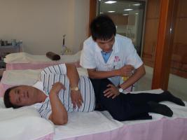 为奥运冠军陈伟强治疗保健