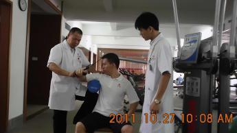 刘主任指导肩关节损伤体能康复